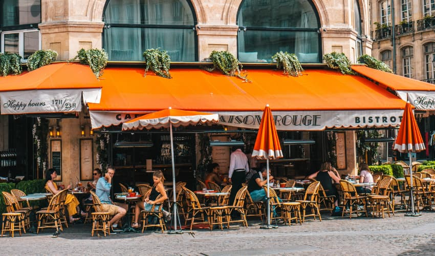 What is a Bistro Table - Pavement Tables Outside Bistro - BE Furniture Sales