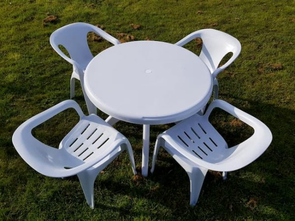 White Plastic Garden Furniture - Round Table, 4 x Slatted Chairs - BE Furniture Sales
