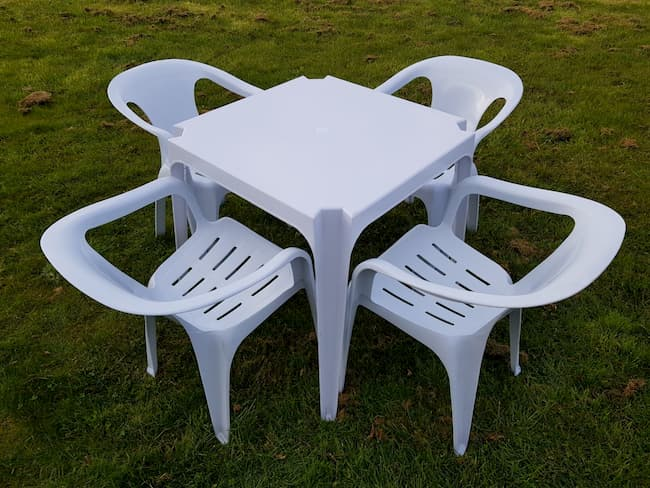 Square white plastic Garden table & 4 plastic slatted chairs - BE Furniture Sales