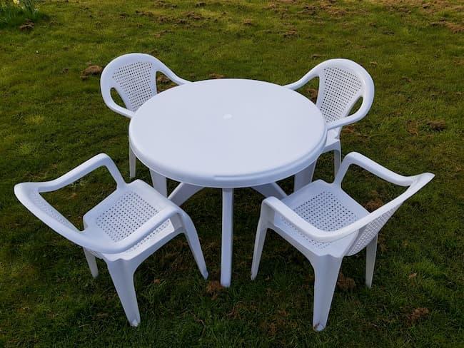 Round White Plastic Garden Table & 4 Plastic Lattice Chairs Set - BE Furniture Sales